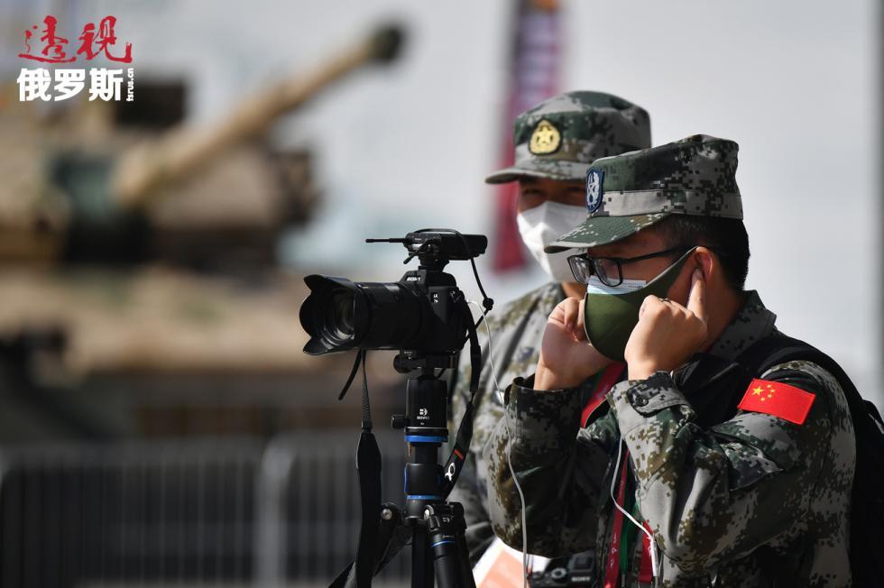 """中国军人在""""爱国者""""军事爱国公园""""军队-2020""""国际军事技术论坛开幕式上。图片来源:俄新社"""