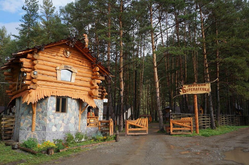 Derevnya Berendeevka Ethno Hotel