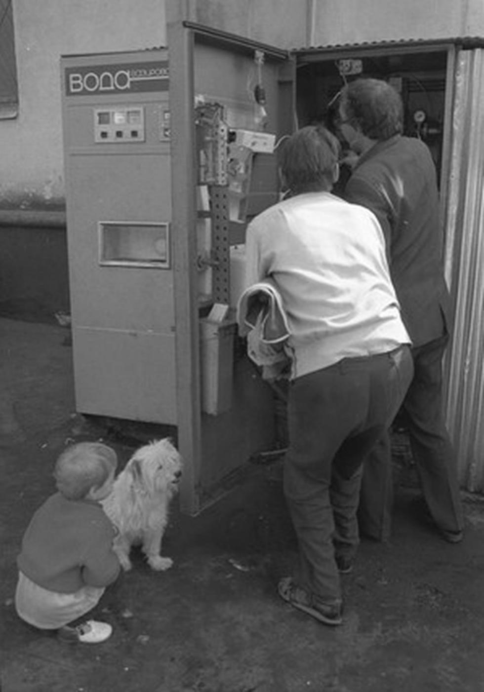 维修师傅来不及去每个售卖点维修,所以解除故障要很久。 涞源:俄罗斯报社