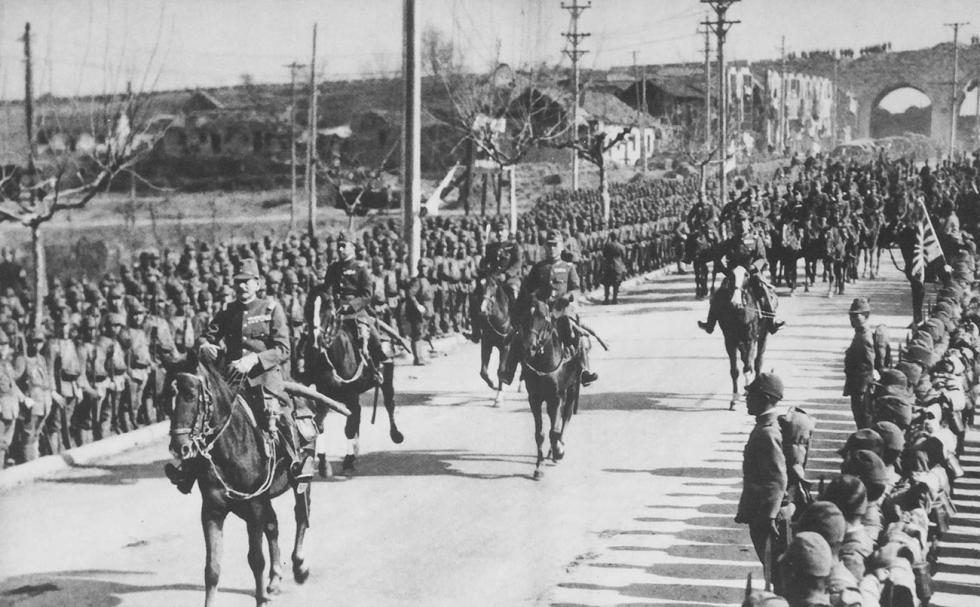 1937年12月13日,日本陆军大将松井石根进入南京。  涞源:Press Photo