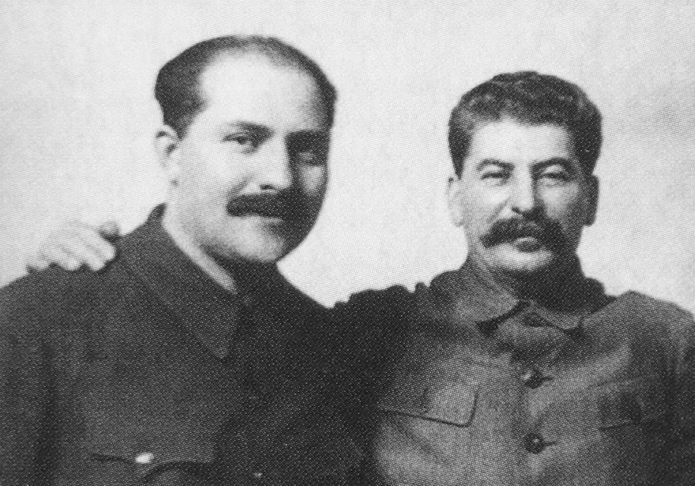 卡冈诺维奇 (Lazar Kaganovich) (右)和斯大林 (Joseph Stalin) (左) 涞源:Press Photo