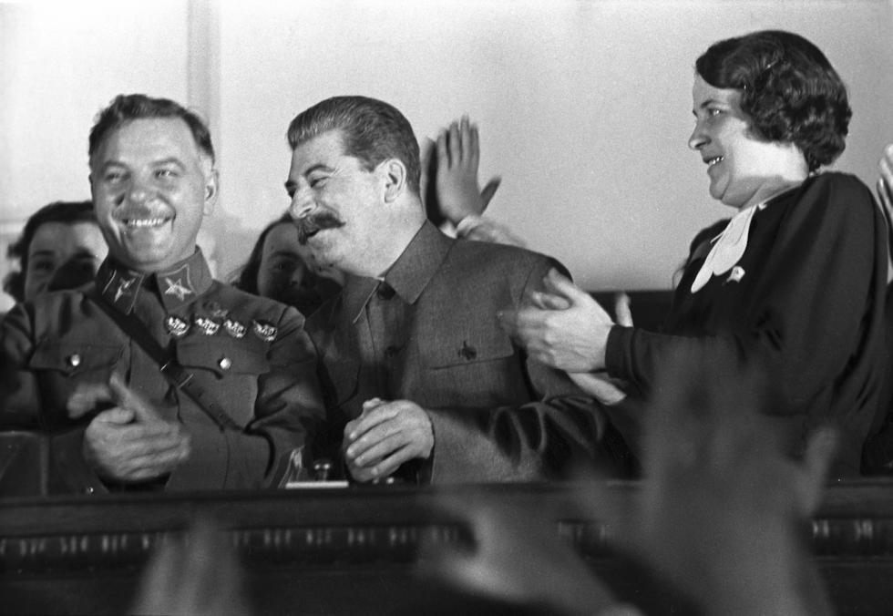 伏罗希洛夫 (Kliment Voroshilov) (左) 和斯大林 (Joseph Stalin) (右) 涞源:Anatoly Garanin/俄新社