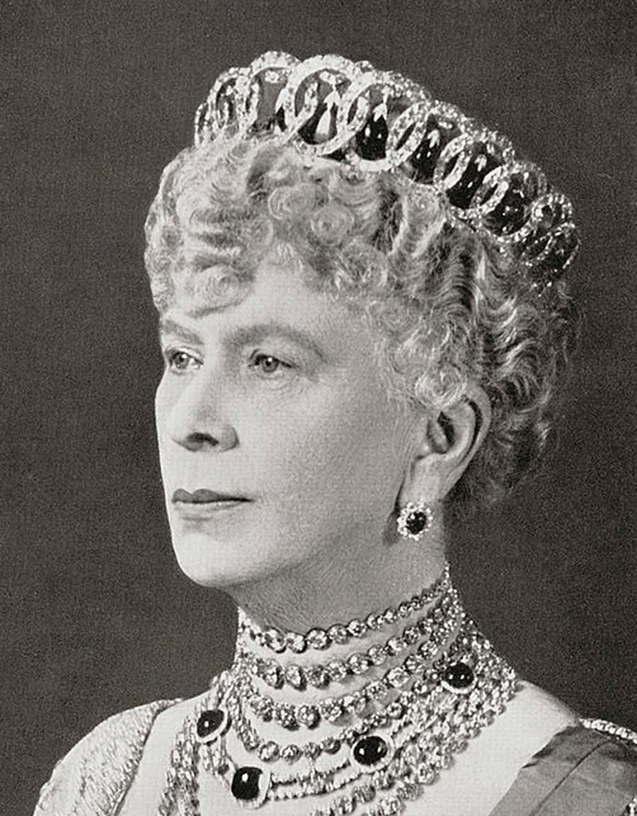 英国特克的玛丽王后佩戴弗拉基米尔王冠。公开来源