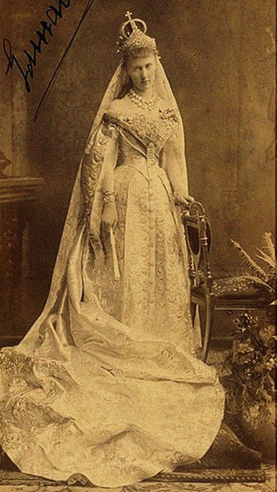 尼古拉一世孙女伊丽莎白·马克夫里基叶夫娜女大公穿着婚纱,1884年。公开来源