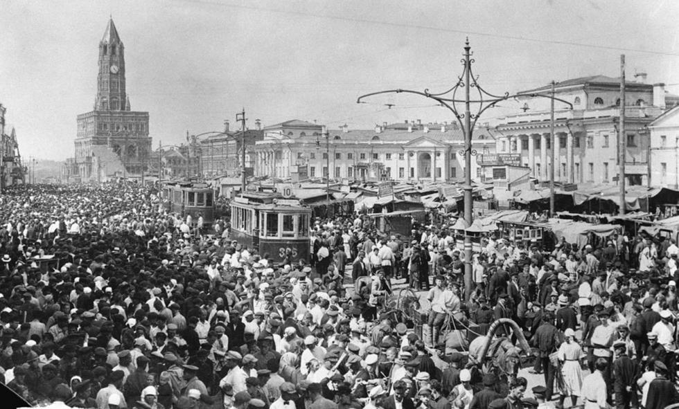 苏哈列夫市场和苏哈列夫塔,二十世纪20年代。图片来源:Naum Granovsky / 卢米埃尔兄弟摄影中心