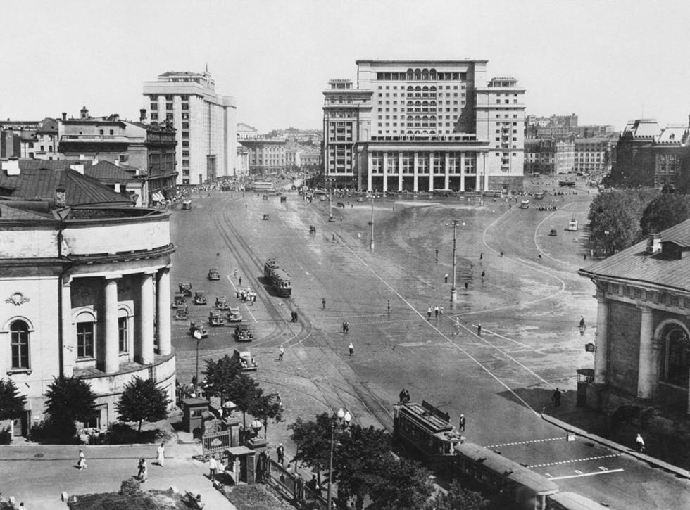 马涅日广场,莫斯科酒店景观,二十世纪30年代。图片来源:Naum Granovsky / 卢米埃尔兄弟摄影中心