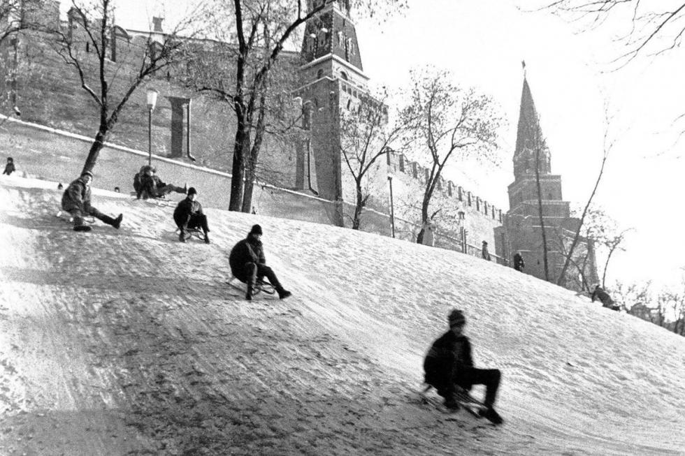 莫斯科克里姆林宫旁边的冰滑梯。