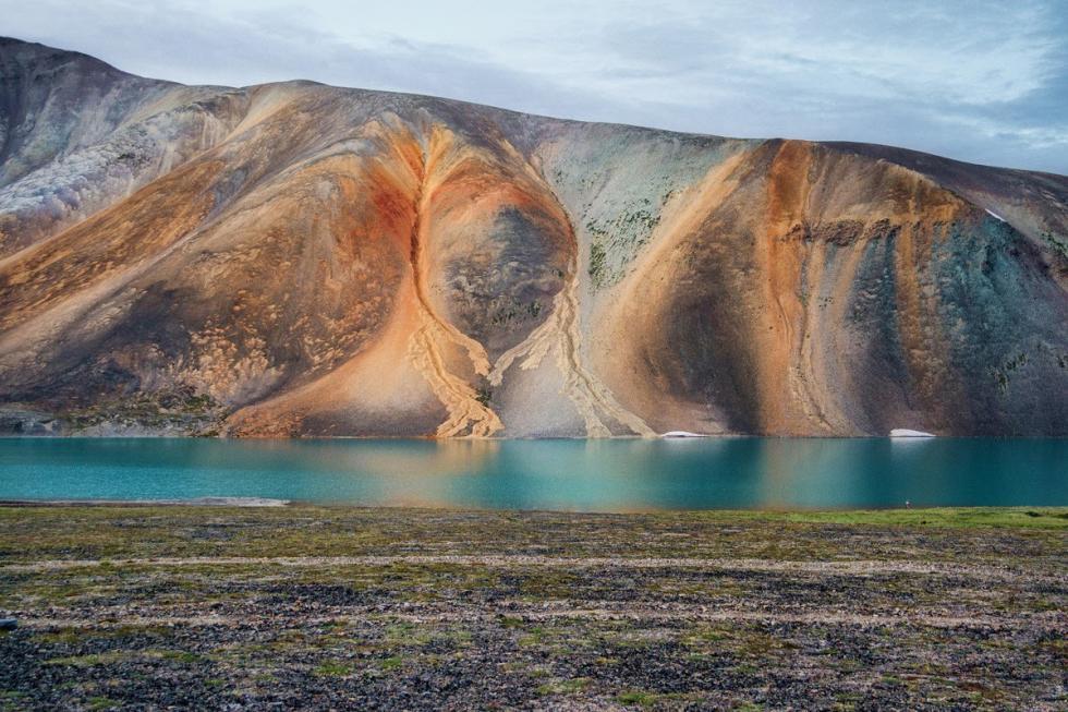 毫无波澜的拉夫吉尔琴吉金湖。摄影:Oleg Zotov, Ida Ruchina