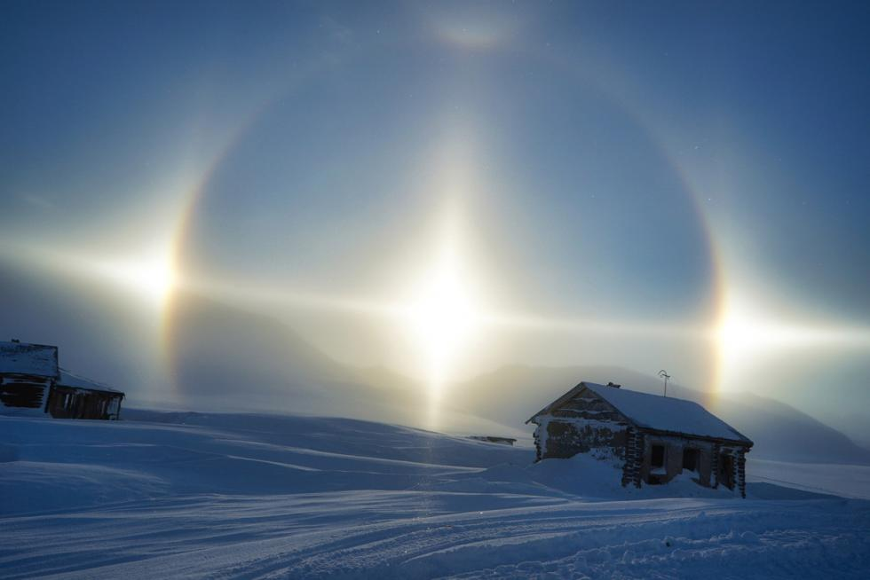 180度子午线的四个太阳。摄影:Oleg Zotov, Ida Ruchina