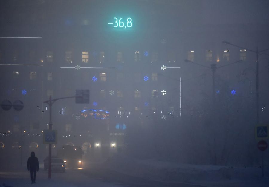 2020年12月,克拉斯诺亚尔斯克边疆区诺里尔斯克市, 户外温度显示屏。 Denis Kozhevnikov/塔斯社
