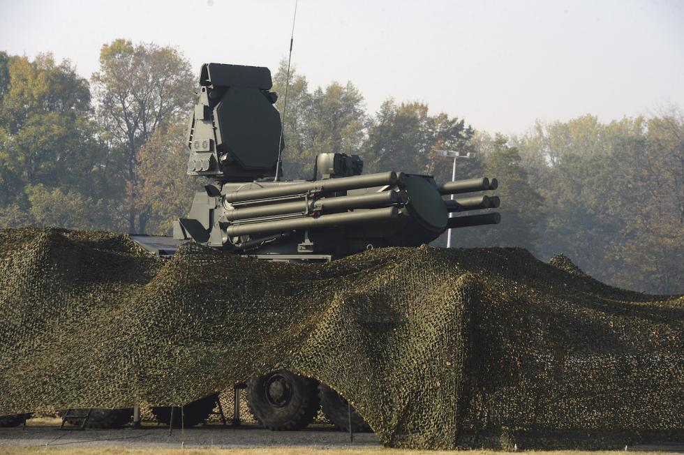 """""""铠甲-S""""(Pantsir-S)防空导弹枪系统 / AP"""