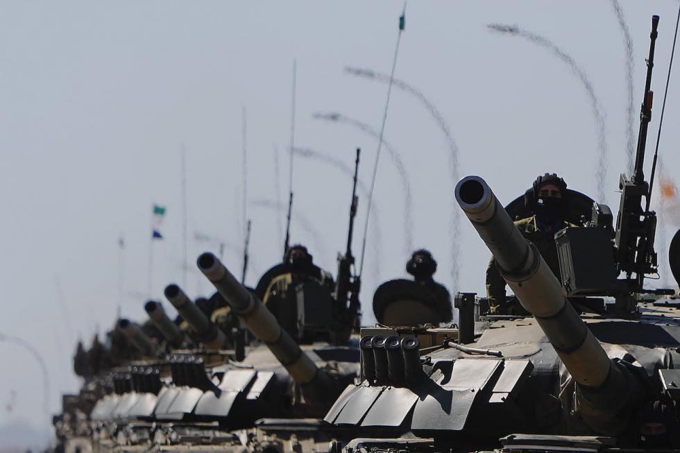 T-80坦克。Petros Karadjias/AP