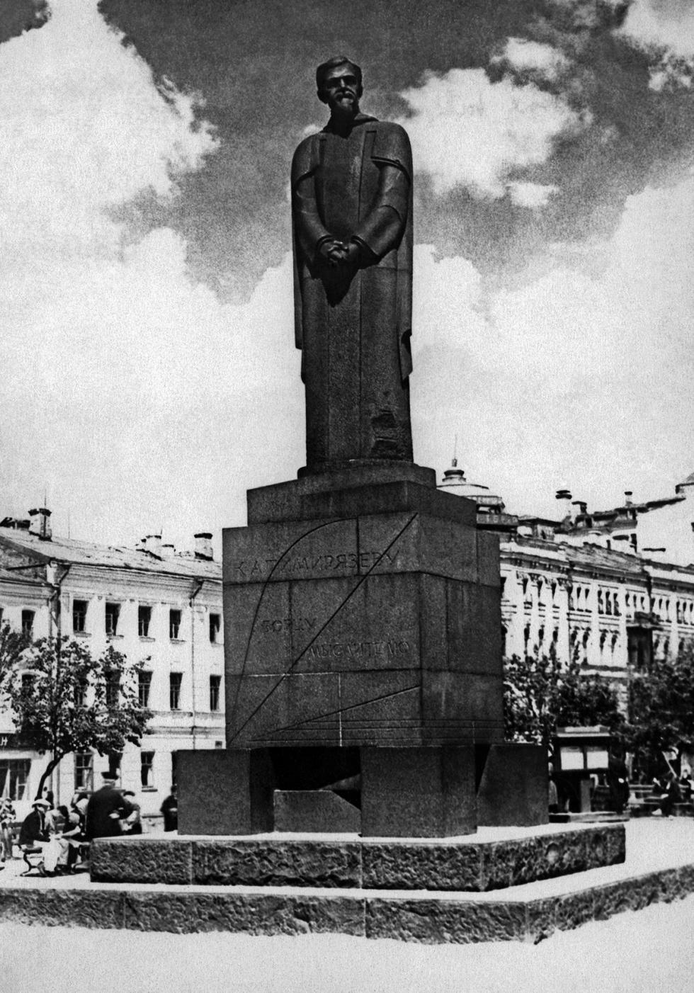 1930年代的雕像。图片来源:塔斯社