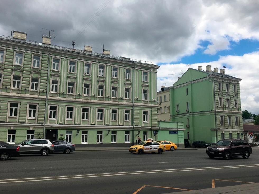 现在两所房子的样子。图片来源:2gis