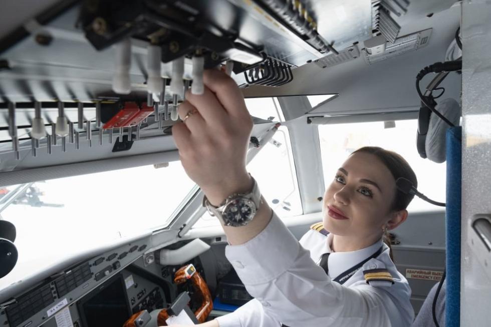 俄罗斯女飞行员瓦列里娅·米宁娜。图片来源:Artyom Kelarev / 俄罗斯报