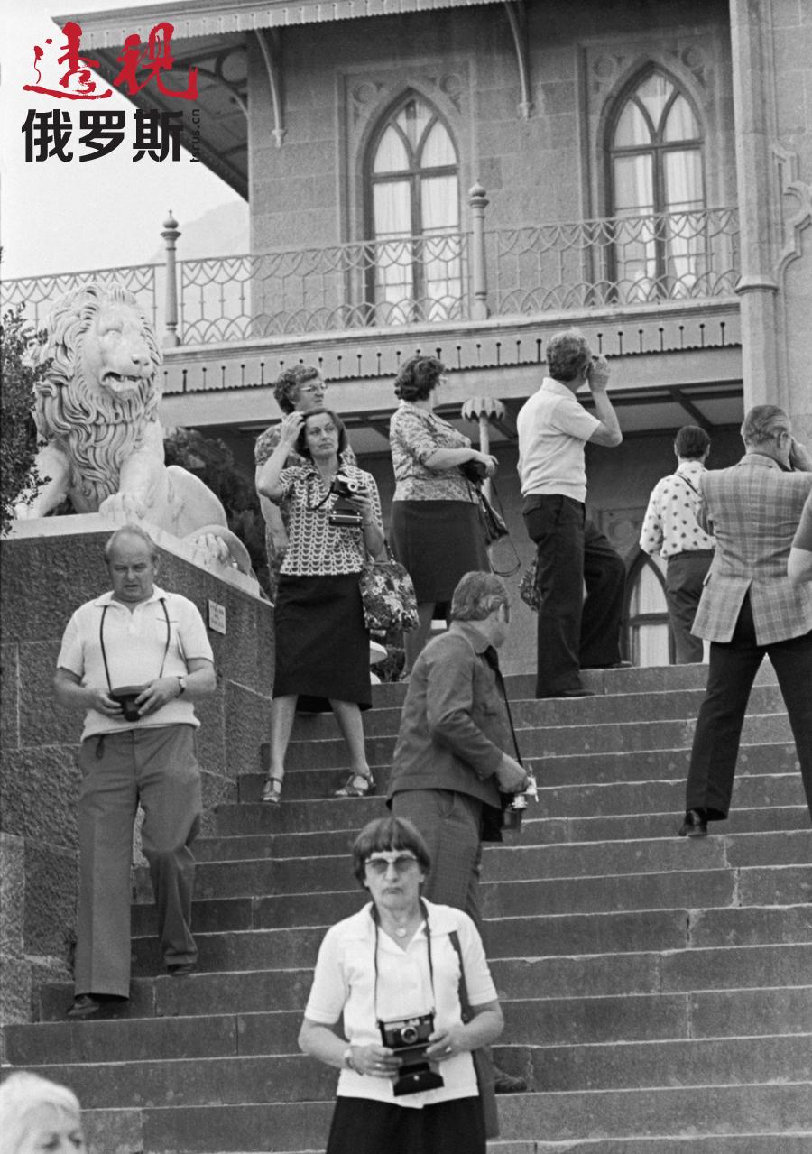 在克里米亚阿卢普卡(Alupka)的民主德国游客,1977年。图片来源:Yury Ilyenko / 塔斯社
