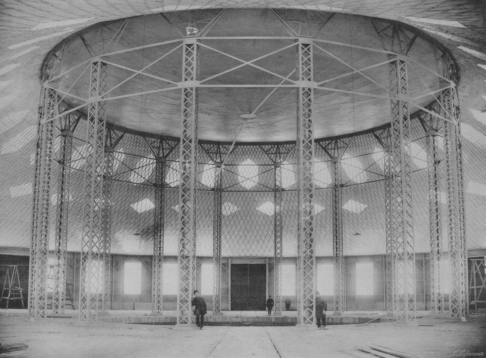 圆形大厅的屋顶是个独特的网状钢质壳体,其中心部分使用了世界上最早的凹形膜式楼板。 来源:Andrey Karelin