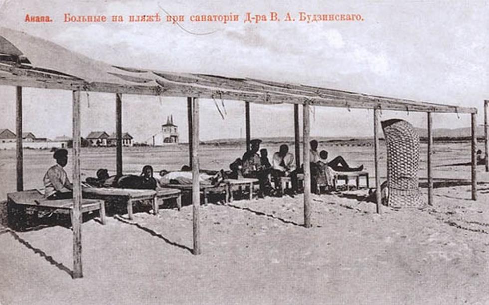 布德金斯基医生疗养院海滩上的患者,阿纳帕。图片来源:rg.ru