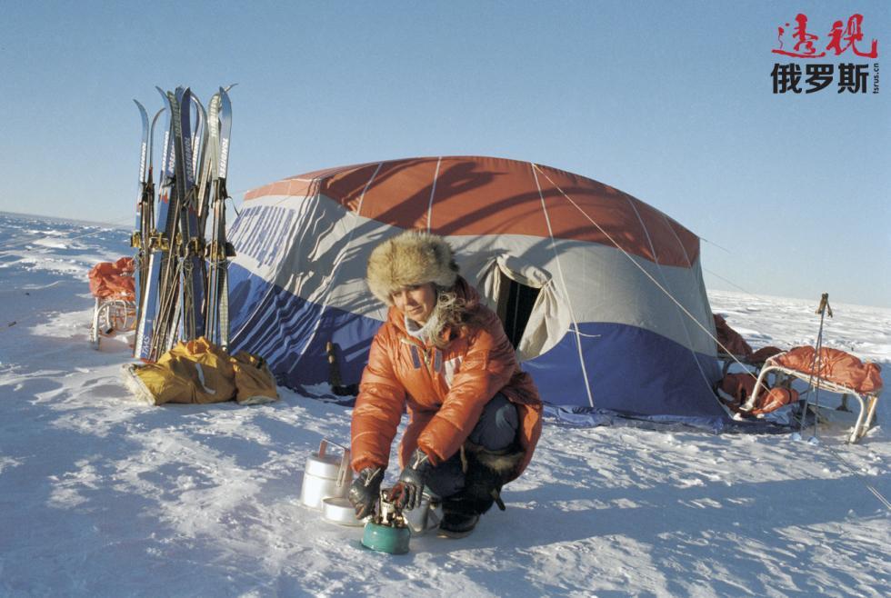 """探险中的一位""""梅捷利察""""队员。图片来源:I. Kuznetsova / 俄新社"""
