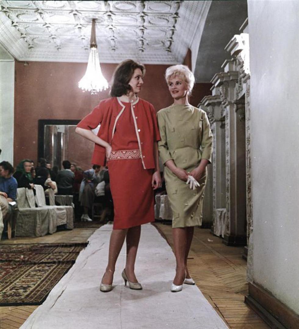 女装模特表演,1955-1963年。图片来源:Sigizmund Kropivnitsky/MAMM/MDF/russiainphoto.ru