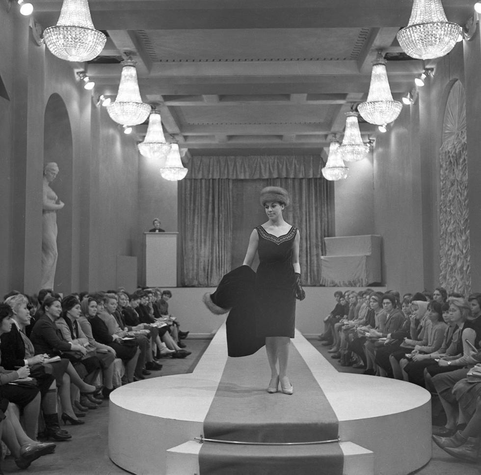 """列宁格勒时装工作室,""""春季-1965""""新款系列时装表演。图片来源:Boris Losin/俄新社"""