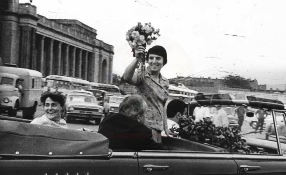 诺娜·加普林达什维利在赢得 1962 年国际比赛后回来了第比利斯 / 国际象棋联合会