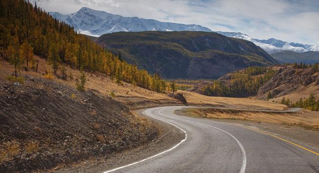 丘亚公路。摄影:Alexandr Nerozya